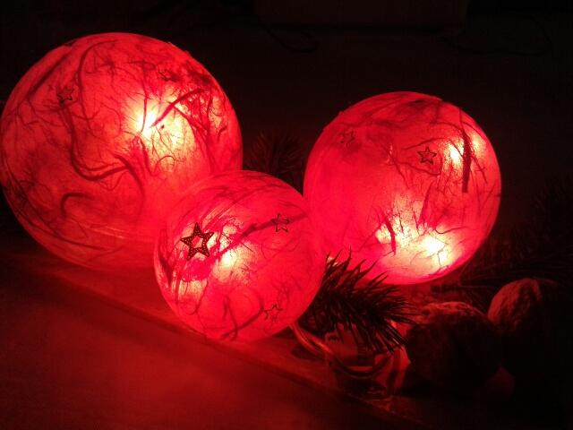 11_2015_3-er Set Weihnachtskugeln rot